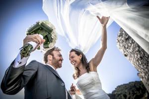 Sposa alle prese con il suo velo - Foto di Cristiano Ostinelli Studio Wedding Photographer