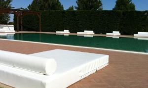 Piscina di Masseria Protomastro per il pool party