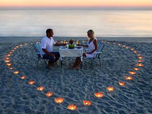 Cena romantica sul mare durante il viaggio di nozze - Bell Trave