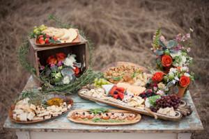 Buffet colorato con prodotti della terra per un matrimionio boho-chic - Wish L'Officina dei Sogni