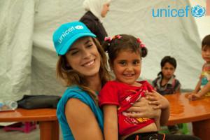 Elisabetta Canalis con Bekaa durante la missione in Libano per UNICEF