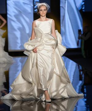 Abito da sposa liscio con rouches - Collezione 2016 Antonio Riva