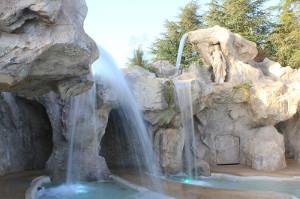 Esterno di Villa Fano del Poggio con piscine e giochi d'acqua
