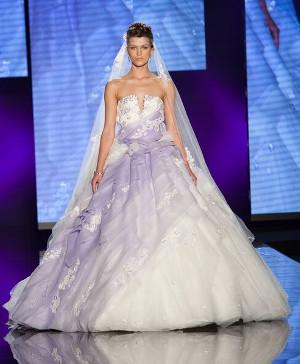Abito da sposa con dettagli in lilla - Collezione 2016 Amelia Casablanca