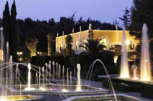 Esterno di Villa Fano del Poggio con fontane