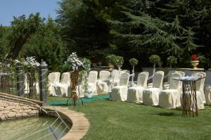 Cerimonia di matrimonio in giardino a Villa Fano del Poggio