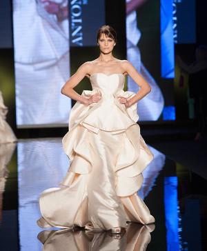 Abito da sposa con rouches di colore crema - Collezione 2016 Antonio Riva
