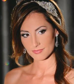 Acconciatura da sposa con corona - Monica Schiraldi