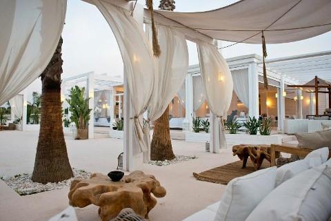 Zona lounge con divani e tavolinetti - COCO Eventi