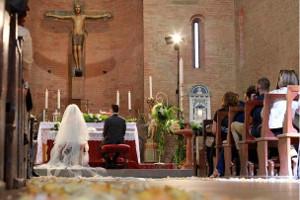 Foto degli sposi all'altare - Photography Shots di Cristiano Benedettelli