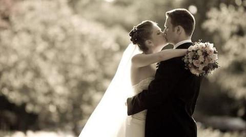 Sposi felici nel giorno del loro matrimonio