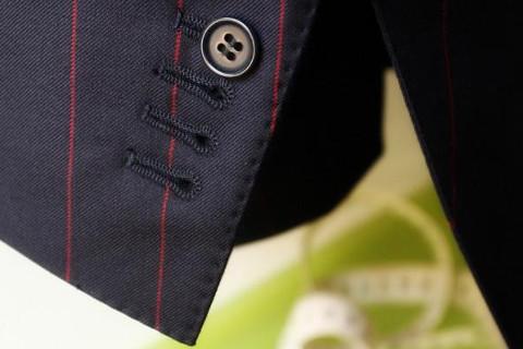 Rifiniture delle asole dell'abito da sposo - Modesto Bertotto
