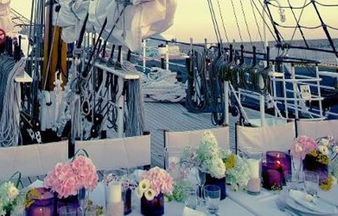Allestimento del cocktail di matrimonio sul ponte della Signora del Vento