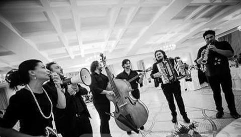 Musica allegra durante il banchetto di nozze - La Banda - Weddings & Events