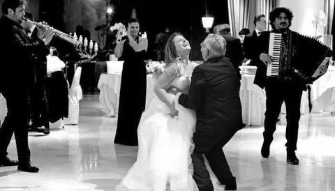 La sposa balla durante il ricevimento di nozze - La Banda - Weddings & Events