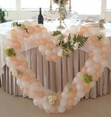 Cuori di palloncini per il ricevimento di nozze