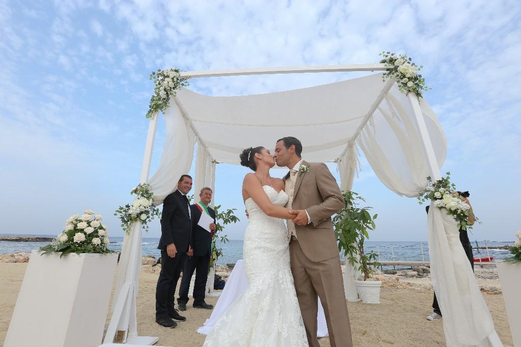 Matrimonio Spiaggia Uomo : Dove organizzare un matrimonio sulla spiaggia lemienozze