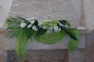 Addobbi floreali bianchi per il matrimonio country