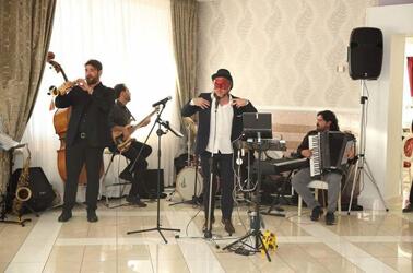 Band che suona a un matrimonio