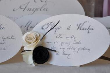Partecipazioni di matrimonio con fiore in tessuto