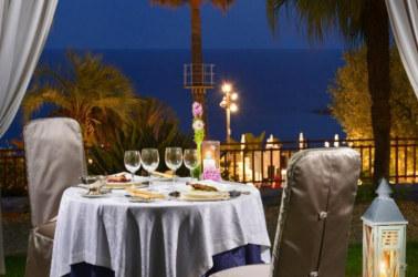cena a lume di candela in terrazza