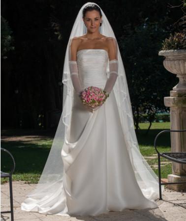 Modello classico di abito sartoriale firmato Cinzia Ferri