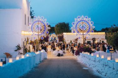 Ricevimento di matrimonio serale impreziosito dalle luminarie