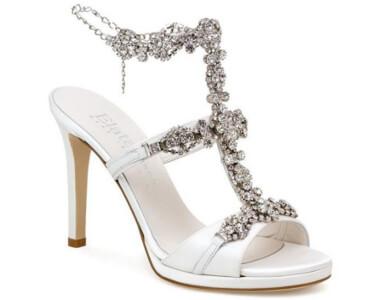 Scarpa da sposa con gioielli