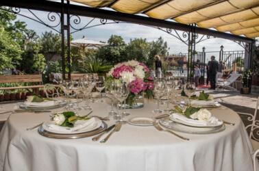 Allestimento del ricevimento di nozze al Giardino di Villa Lina