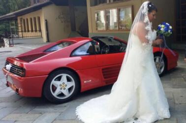 Sposa in Ferrari