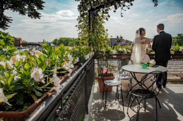 Sposi sulla terrazza del Giardino di Villa Lina