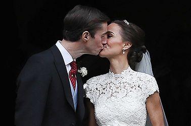 Il bacio dopo il sì di Pippa