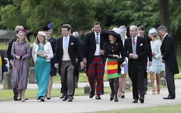 Un gruppo di invitati al matrimonio di Pippa Middleton