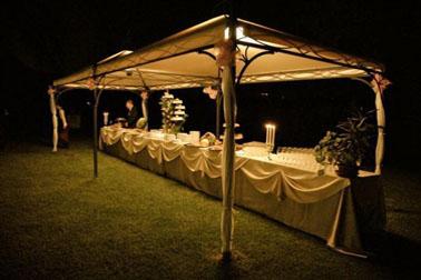 Allestimento banchetto serale a Villa Aretusi