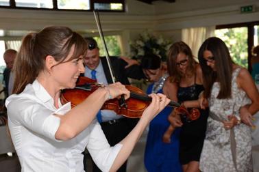 Novilunio Band - Note di violino per divertire gli invitati
