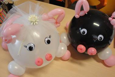 Simpatici palloncini a forma di porcellini per i futuri sposi