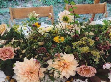 Gli allestimenti floreali per un matrimonio a tema shabby chic