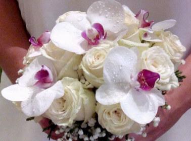 Bouquet di fiori con orchidee