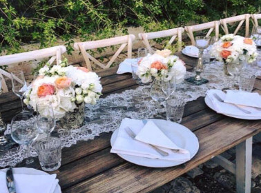 Mise en place per un matrimonio in stile shabby chic