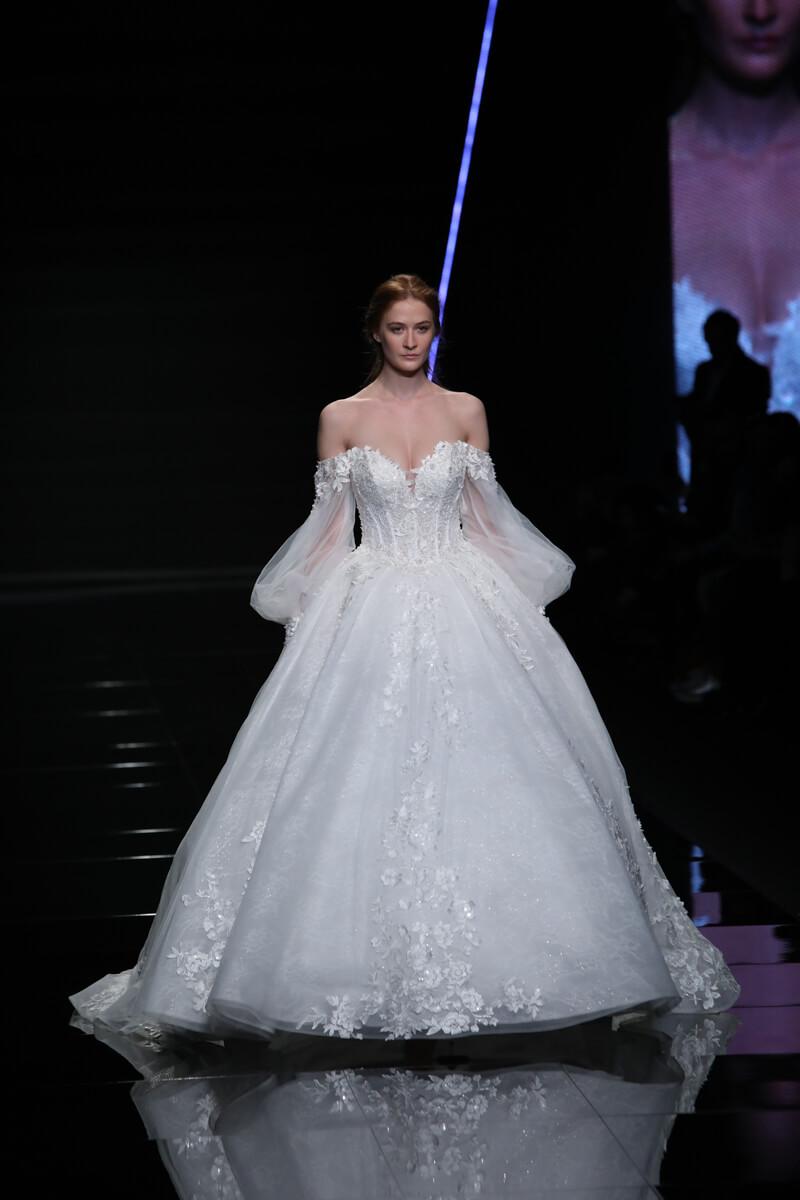 Dalle passerelle di Sì SposaItalia tutti gli abiti da sposa 2019 ... 86fd05d26cbd