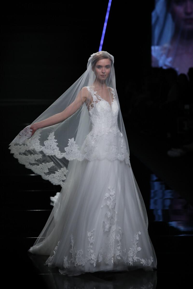 Dalle passerelle di Sì SposaItalia tutti gli abiti da sposa 2019 ... 7a9a3d4d6a6