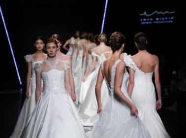 Dalle passerelle di Sì SposaItalia tutti gli abiti da sposa 2019 ... c3da940586f