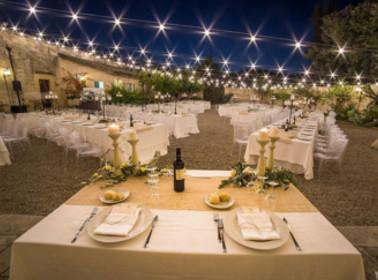 Allestimenti esterni per un matrimonio di sera