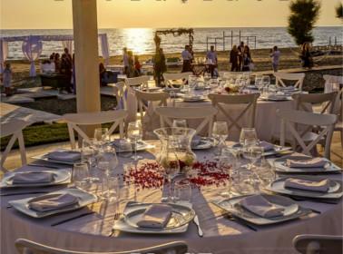 sposarsi spiaggia settembre tavoli
