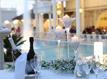 matrimonio bordo piscina sera candele