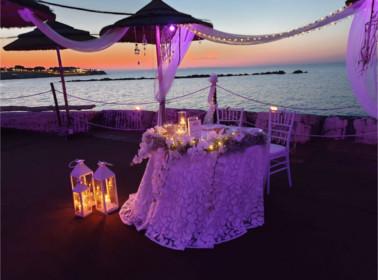 matrimonio tramonto tavolo sposi