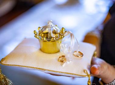 matrimonio bianco oro fedi