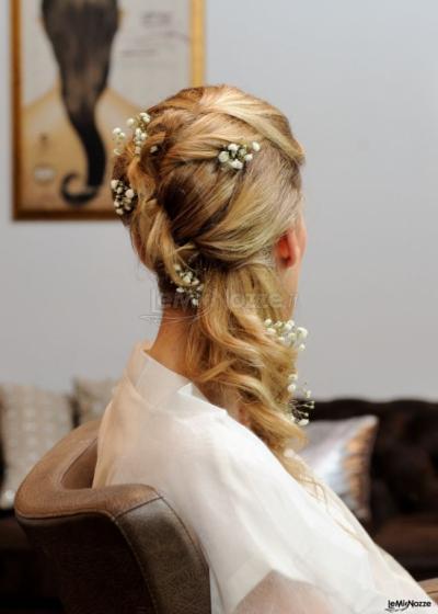 Acconciature da sposa con fiori veri