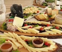 Antica Masseria Martuccio -  Gran buffet di formaggi