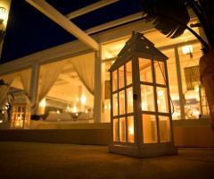 COCO - Beach Club & Eventi di Classe - Allestimento con lanterne per il ricevimento di matrimonio
